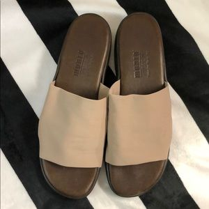 Munro American Tan Tech Stretch Fabric Slides 8